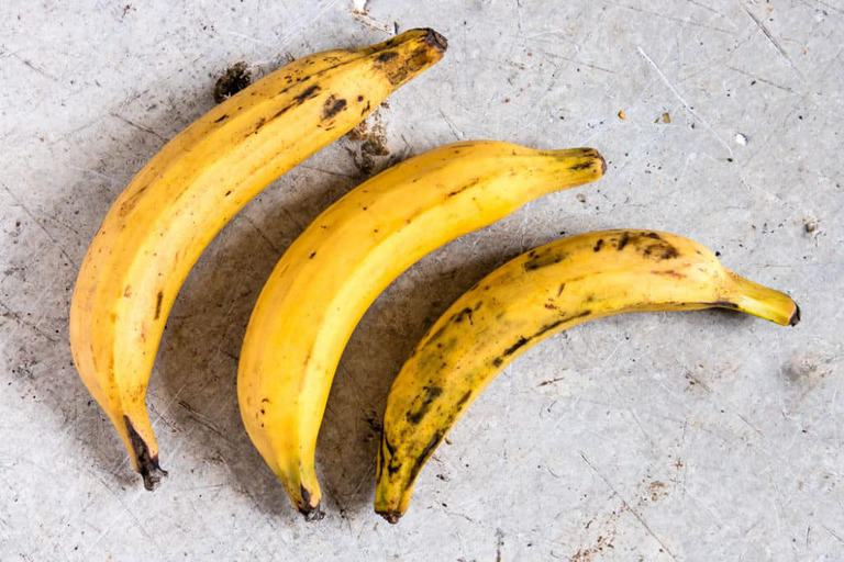 How to peel plantains - recipesfromapantry.com