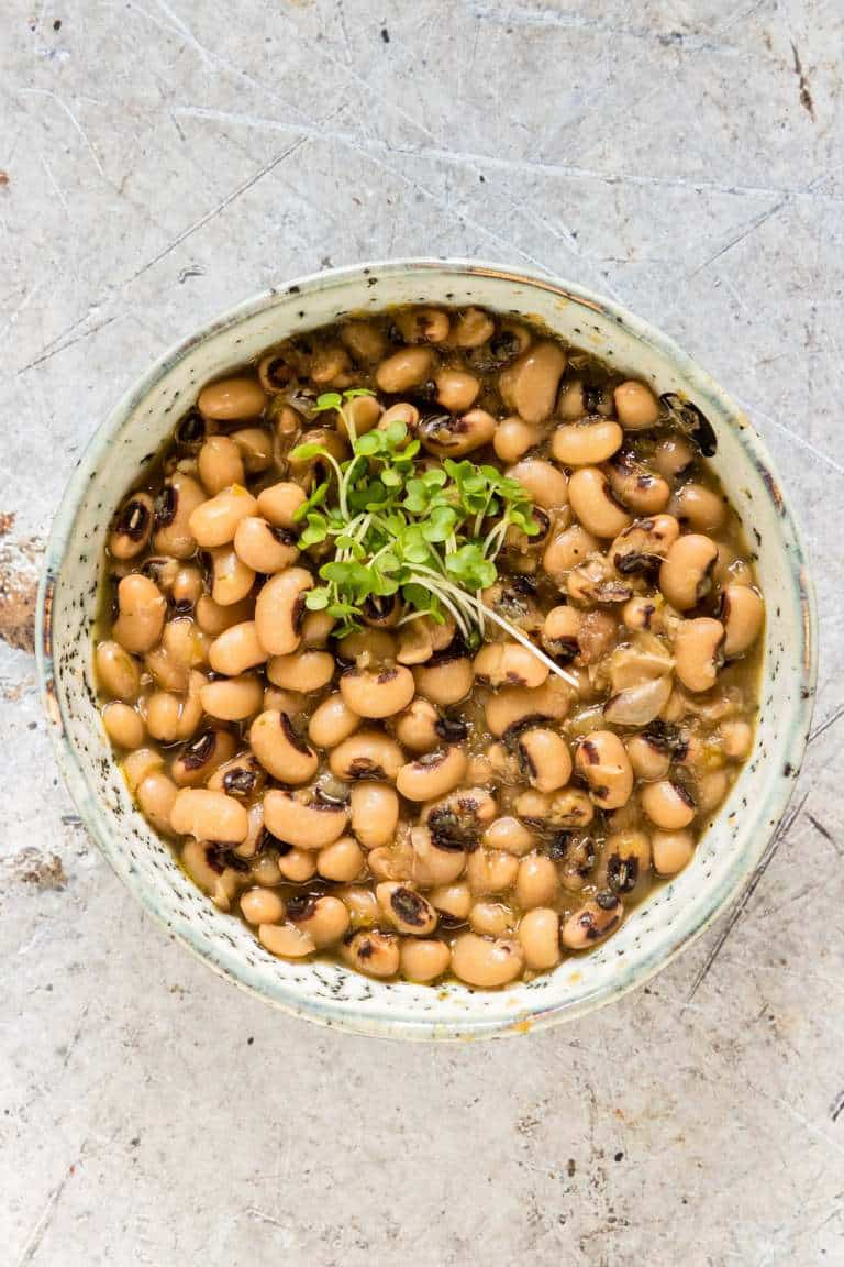 How to cook black-eyed beans (black-eyed peas, black eyed beans) from scratch with pictures. recipesfromapantry.com #blackeyedbeans #blackeyedpeas #howtocookblackeyedbeans #howtocookblackeyedpeas