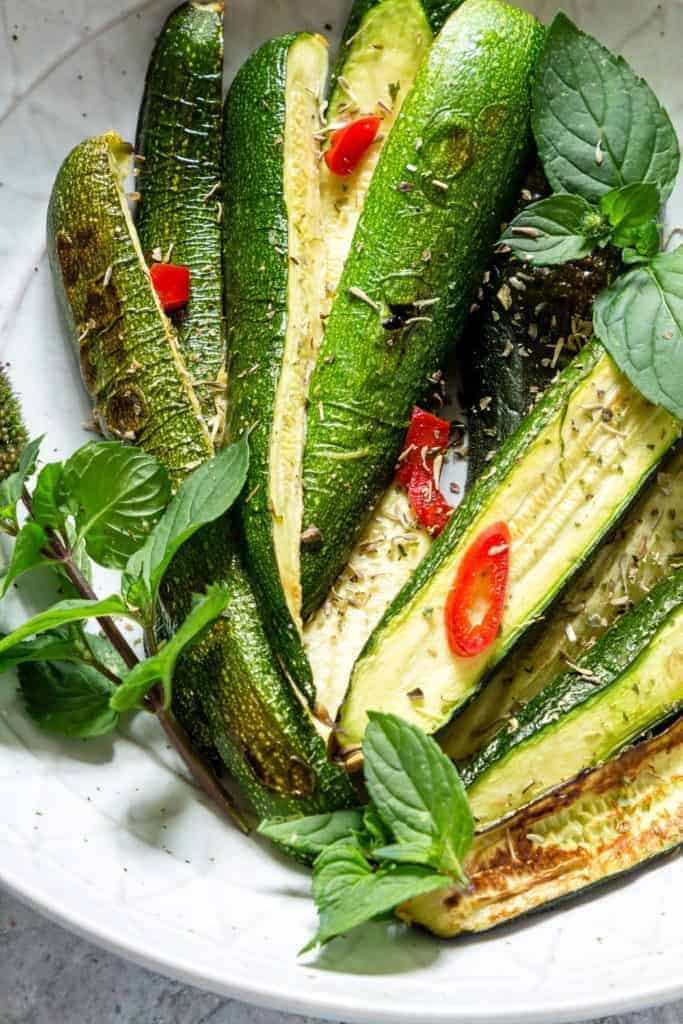 Simple roasted courgettes make a great side dish. How to roast courgettes. How to roast zucchinis. Zucchini recipe. Courgette recipe. recipesfromapantry.com
