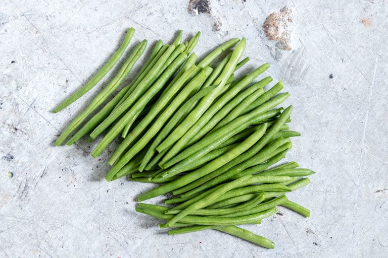 fresh green beans that have been topped and tailed