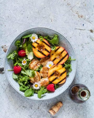 This summery balsamic grilled peach and grilled scallop salad is an awesome light recipe perfect for picnics, bbqs and suppers. Recipesfromapantry.com