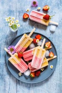 Simple 5 ingredients peach strawberry ice lollies – made with strawberries, banana, milk, maple syrup and peaches. Recipesfromapantry.com