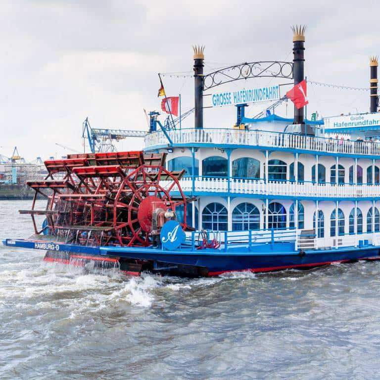 City break guide to Hamburg packed full with top things to do in Hamburg, where to eat in Hamburg and why visit this habour town. recipesfromapantry.com #hamburg #thingstodoinhamburg