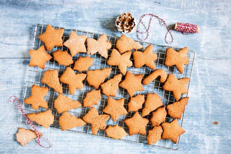 An awesome Pierniczki świąteczne (aka polish Christmas cookie) recipe. It is an instant favourite of mine and will be yours too. Recipesfromapantry.com #Pierniczkiświąteczne #christmascookies #polishchristmascookies