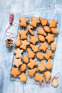 An awesome Pierniczki świąteczne (aka polish Christmas cookie) recipe. It is an instant favourite of mine and will be yours too. Recipesfromapantry.com #Pierniczkiświąteczne #christmascookies