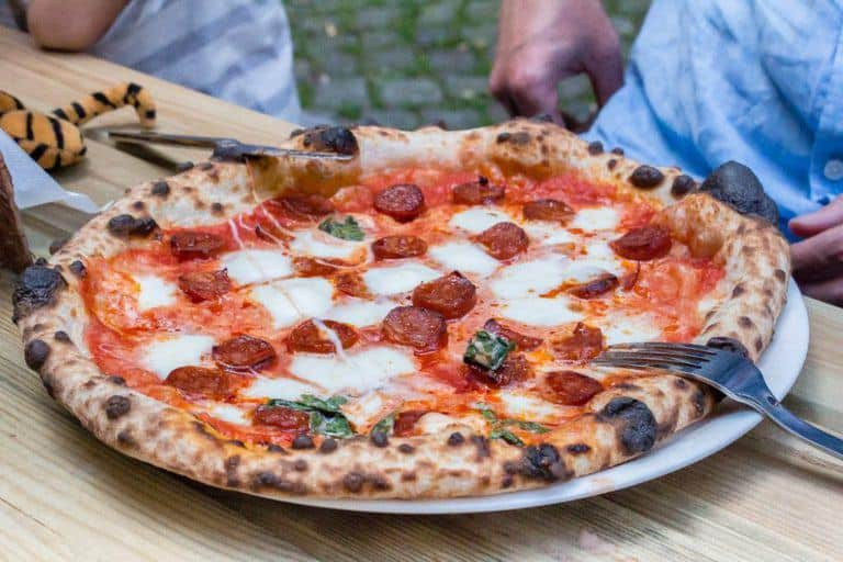 Pizza - A City break guide to Hamburg packed full with top things to do in Hamburg, where to eat in Hamburg and why visit this habour town. recipesfromapantry.com #hamburg #thingstodoinhamburg