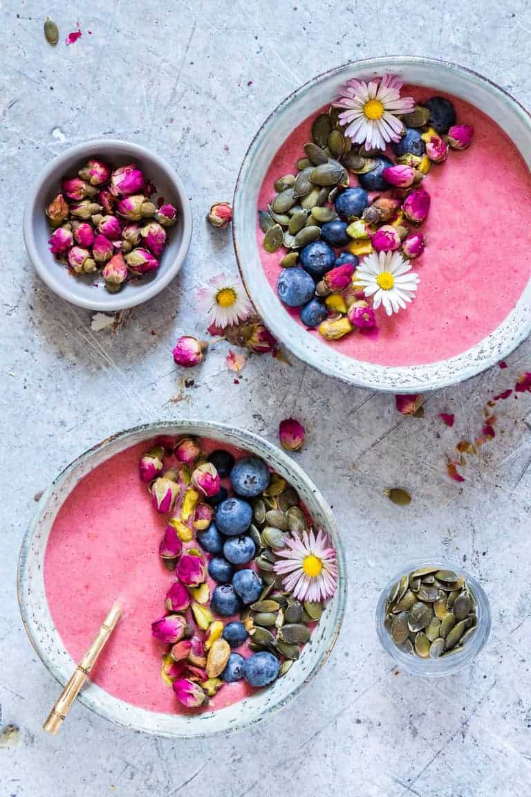 2 bowls of strawberry blueberry smoothie bowl
