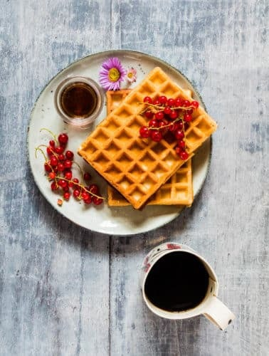 These sweet honey waffles can be made in under 30 mins. #honeywaffles #honeywafflesrecipe #wafflesrecipe #breakfasthoneywaffles