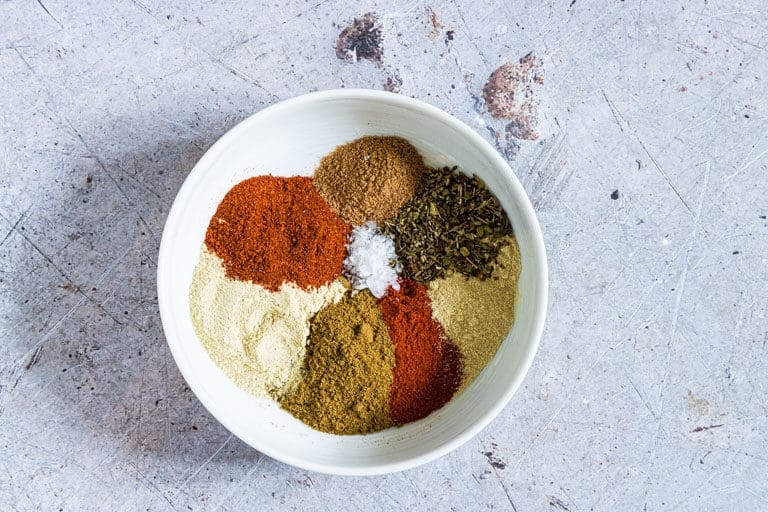 This homemade Fajita Seasoning Recipe is a great spice mix to have in your kitchen store cupboard. It vibrant, flavorful and soooo easy to make in less than 10 minutes!!  Perfect for adding Mexican flavors to all sorts of dishes like fajitas, casseroles and makes an affordable edible gift. Click through to get this awesome Fajita mix Recipe!! #fajitaseasoning #fajitasseasoning #fajitaspicemix #spiceblends #spicemixes #homemadespices #DIYspiceblend #spices #mexicanspices #seasoning #fajitamix