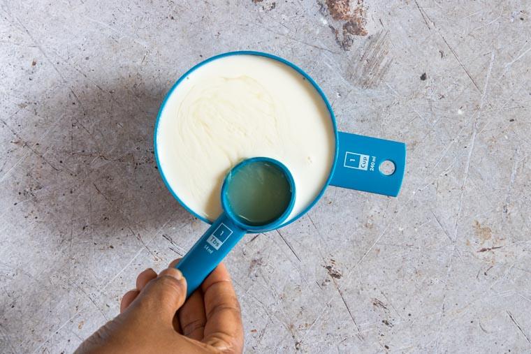 adding lemon juice to milk to make buttermilk