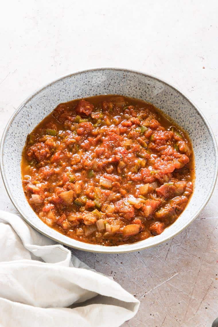 creole sauce ready to serve in a ceramic bowl