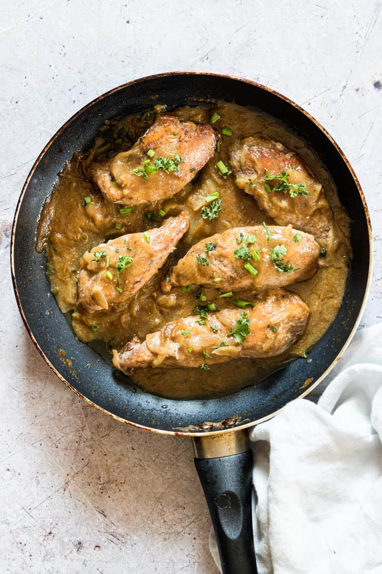 a pan filled with the cooked smothered chicken gravy recipe