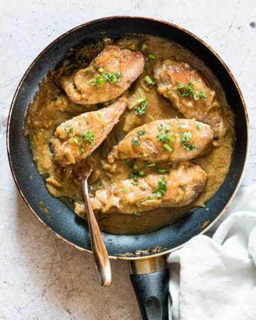 smothered chicken in a an and ready to be served
