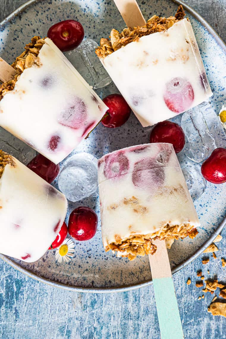 six of the completed cherry yogurt popsicles