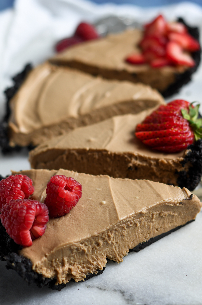 slices of nutella no bake cheesecake with oreo crust
