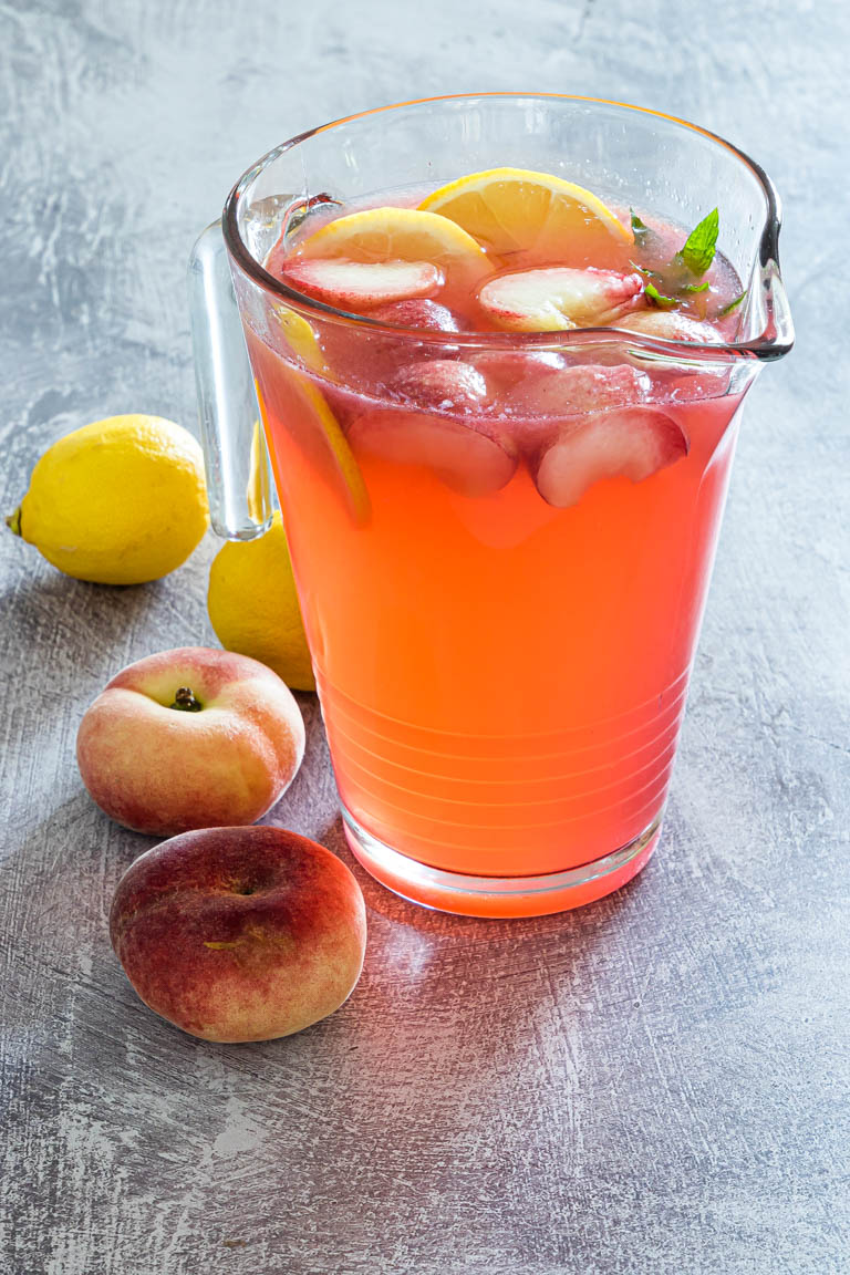 a pitcher of the completed peach lemonade