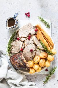 lamb roast with vegetables and gravy