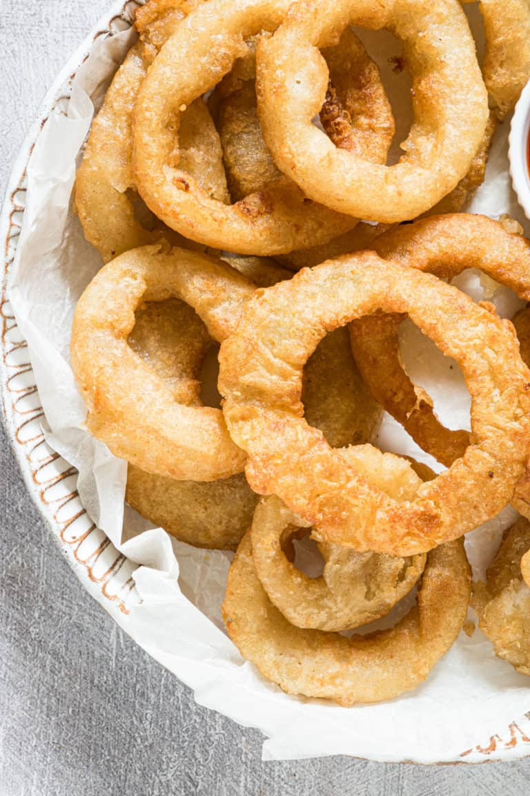close up view of the completed air fryer frozen onion rings