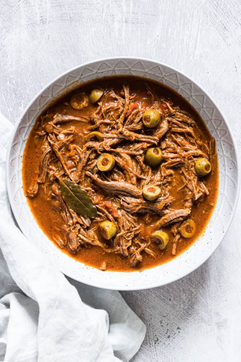 the completed ropa vieja served in a ceramic bowl
