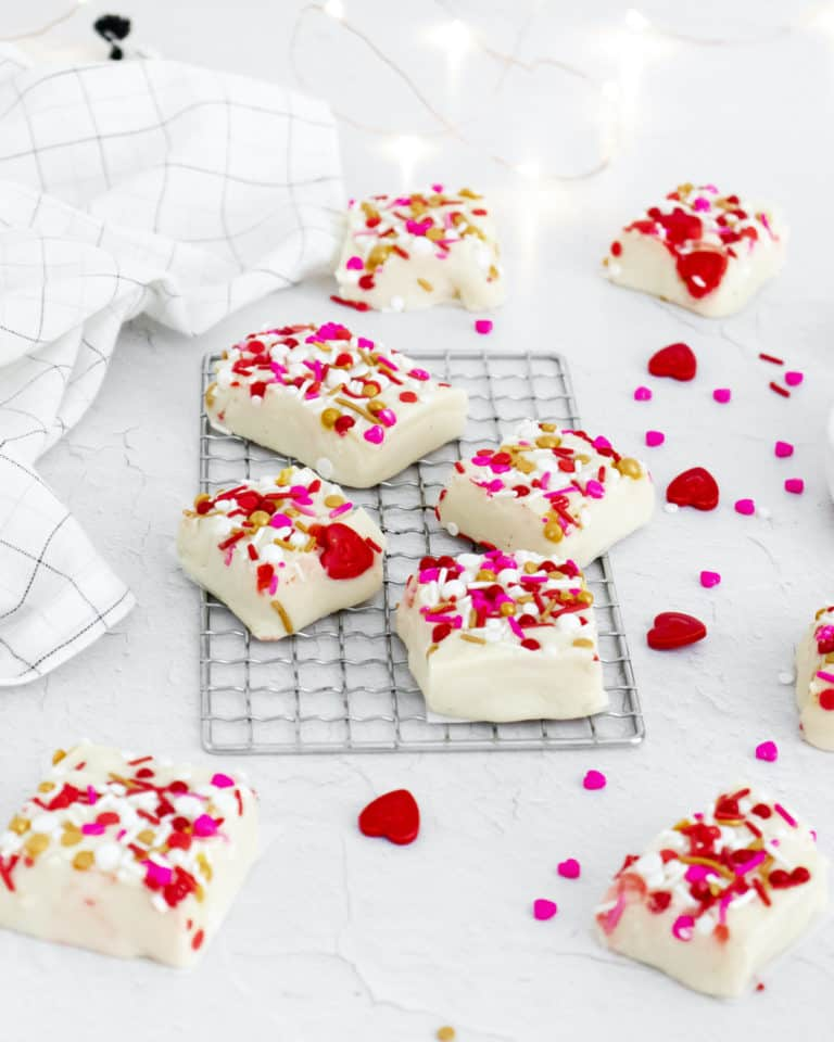 the completed white chocolate fudge cut into squares are ready to serve