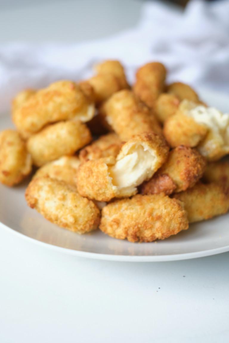 the cooked air fryer mozzarella cheese sticks