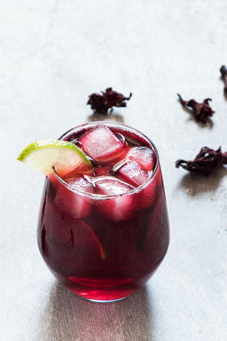 one glass of the finished agua de jamaica recipe