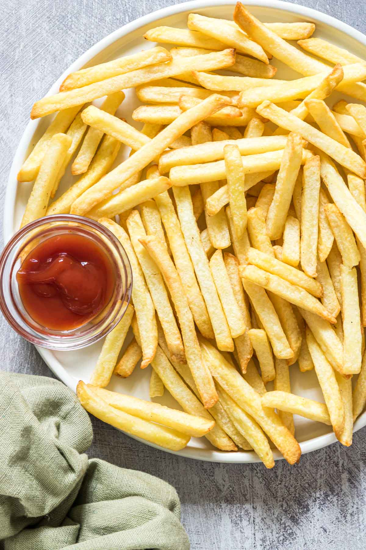 a close up of fries after reheating fries in air fryer