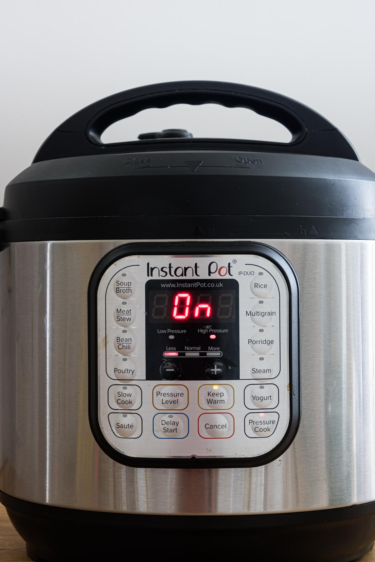 front panel of the instant pot showing that it is powered on and there is no burn message