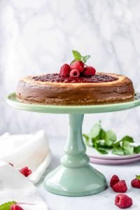 A low carb cheesecake with raspberry jam